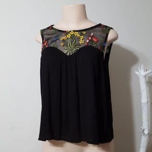 NWT! NEW! PAPER CRANE FLORAL EMBROIDERED TOP!